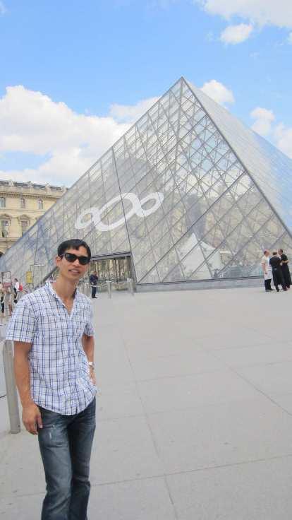 Felix Wong at the Louvre.