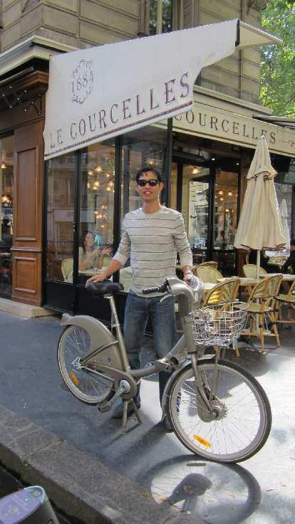 Felix Wong with a city bike.