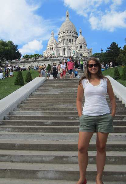 Katia in front of the Sacre Coeur basilica.