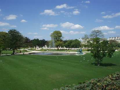 Just outside (west) of the Louvre is L'Jardine des Tuileries.  Despite being a dense city, Paris has an abundance of parks, trees, and flowers.