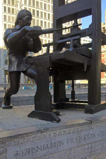 Benjamin Franklin statue in Philadelphia