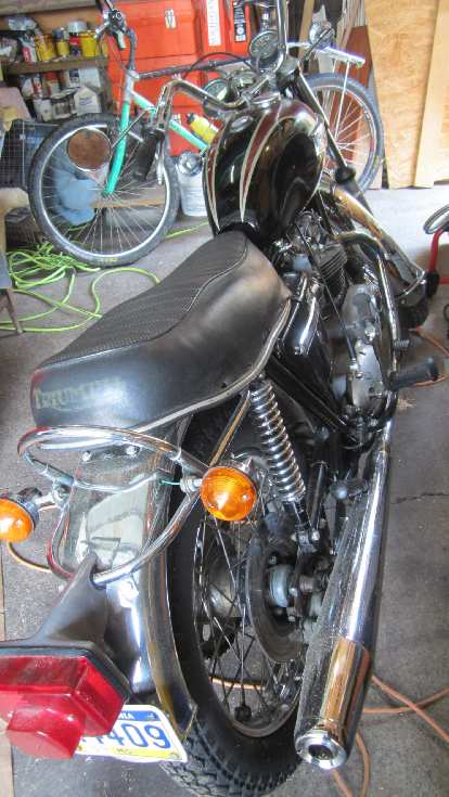 Kristina's neighbor Kevin showed me his Triumph Bonneville from the 1970s.