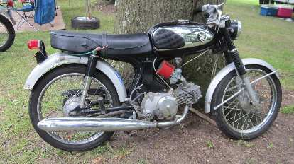 Vintage motorcycle (I do not know the marque).