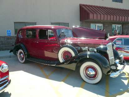 A Packard Super Seven.
