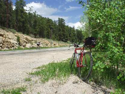 [Mile 101, 12:00 p.m.] Unfortunately, on the descent I was getting sleepy and even had to pull over for a 12-minute nap.  Two other riders, Bill and Stacy, even saw my red Cannondale here while I napped.