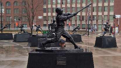 baseball player statues, Busch Stadium, Felix Wong's head