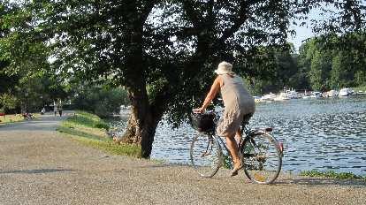 Cyclist at Nobelparken.