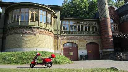 A scooter in front of a house near Nobelparken.
