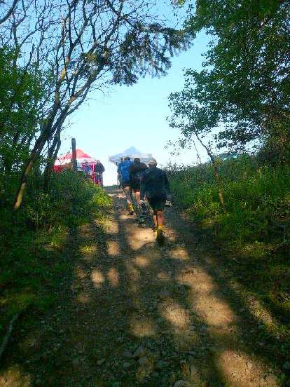 [Mile 9.1] Aid Stationi #5 was at the top of one of the longer steep hills (still not *too* long, though).