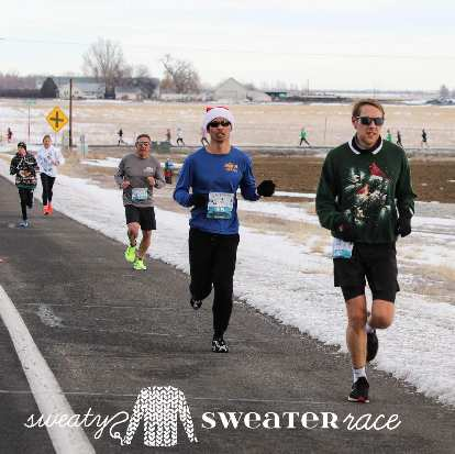 Felix Wong (in blue shirt) running southbound on Giddings Rd. at roughly Mile 1.1 of the 2019 Sweaty Sweater 4 Mile race.