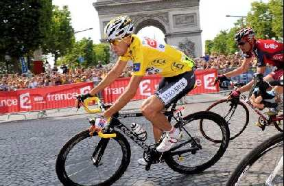 Carlos Sastre on his Cervelo R3-SL en route to victory in the 2008 Tour de France.