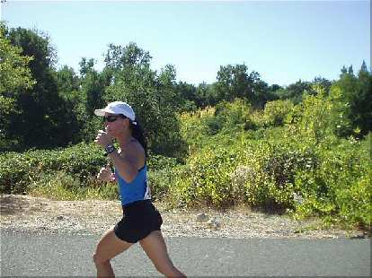 [Mile 10, 1:35 elapsed, 2:05 p.m.] Here's Lisa on the third leg, giving a thumbs up.  By this time it was really roasting outside, and she still did great.