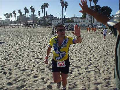 [Mile 199, 27:55 elapsed, 4:25 p.m.] Manny arrives and prepares to give us high-5's all around!