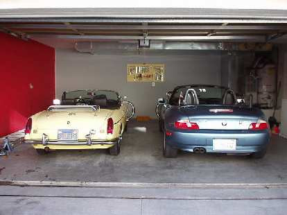 [February 1, 2003] From 2000-2003, Goldie shared the garage with Lina the Z3.  When I sold the Z3, Goldie was back as my daily driver for seven months until the arrival of the Alfa Romeo.