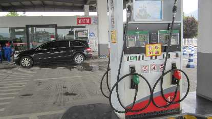 Gas stations in China aren't too much different from the U.S., although I think this gas pump lacked a card reader.