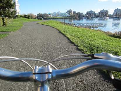 Cruising by the harbor the Norco multi-speed hybrid bike I rented.  The weather turned nice by then.