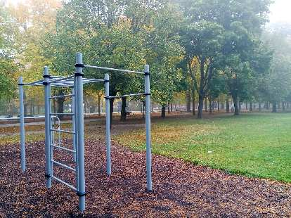 During my runs through Prater park, I stopped off here to do pull-ups, push-ups, and dips.