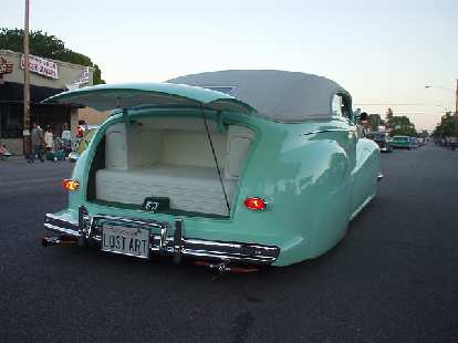 Speaking of open doors, this Merc' (I think) had a jumpseat in the boot.