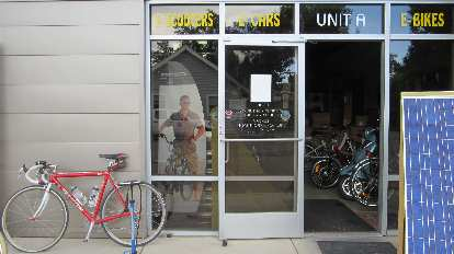 [Mile 98] After riding 10 miles on a completely flat front tire, I was able to pump up my tires at Small Planet E-bikes in Longmont.