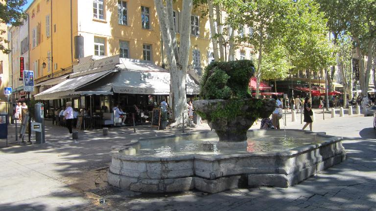 The 9 Cannons Fountain (1691).  Its water was used by the nuns of Saint-Ursule, and then by the Benedictines.