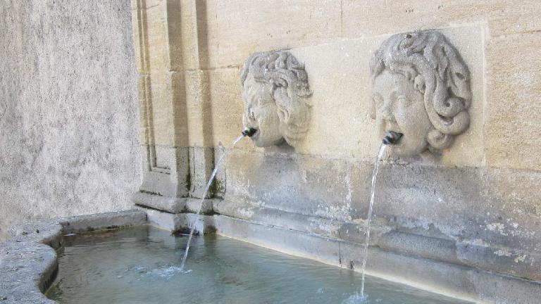 Fountains on Cours de Minimes.
