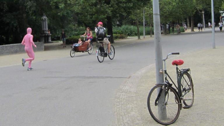 Pink person running through Vondelpark.