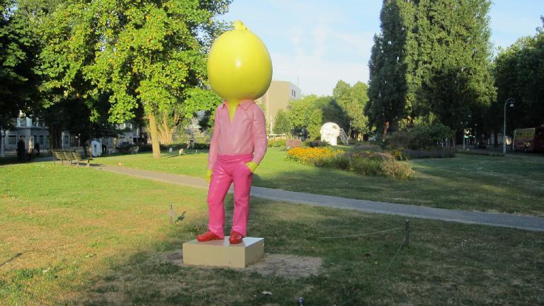 Big-headed statue in Apollolaan.