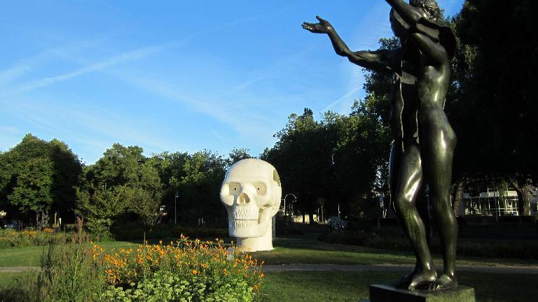 Skull in Apollolaan.