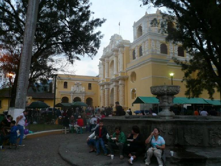 Lots of people (including myself) were eating food from venders outside La Merced.