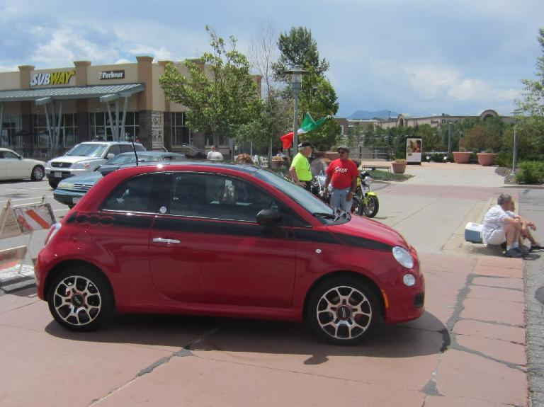 I really like this color scheme on the Fiat 500.