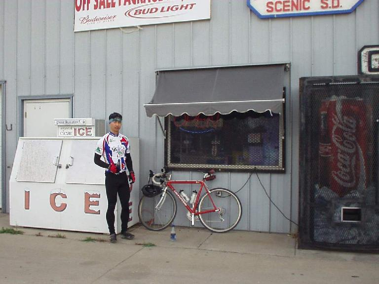 [Mile 35.3, 9:30am] Felix Wong at Lee's Place in Scenic, the first checkpoint.