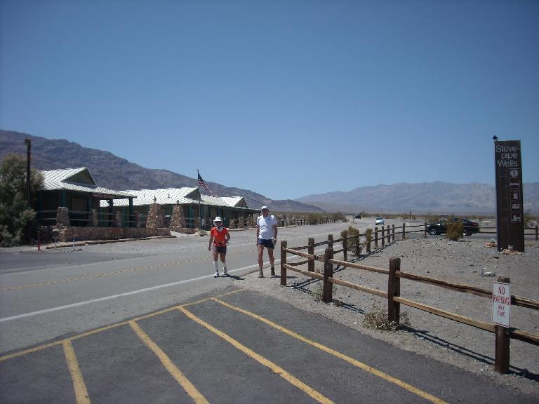Alene and Ed coming into Stovepipe Wells for food and a cool-down. (July 16, 2011)