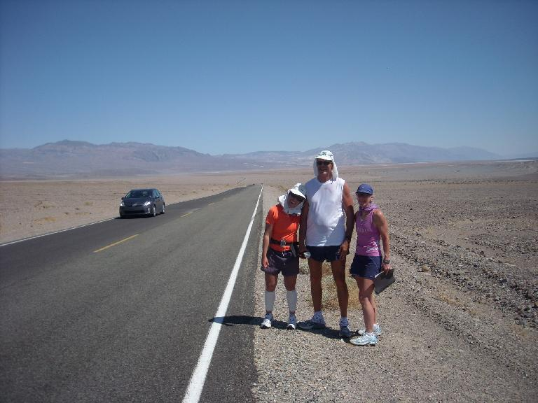 "A couple hours after Stovepipe Wells, we encountered Dale and pacer Karen on Dale's ""solo"" journey. (July 16, 2011)"