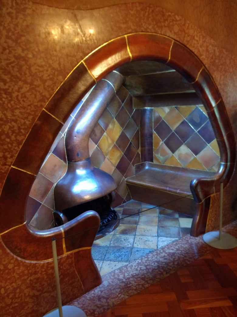 The mushroom-shaped nook in Casa Batlló.