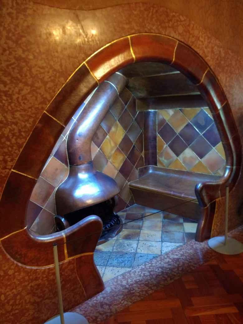 The mushroom-shaped nook in Casa Batlló.