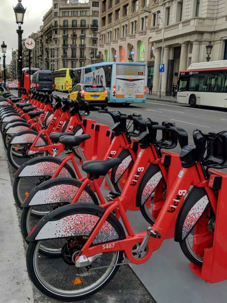 Bicing has new beefier-looking city-share bikes since the last time I was here a couple years ago.