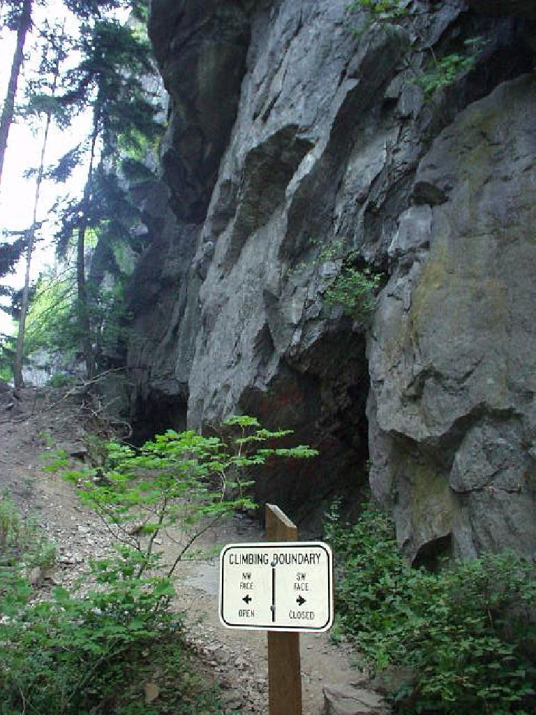 There are definitely climbing routes as indicated by the sign, but sadly, no rock climbing for me today.