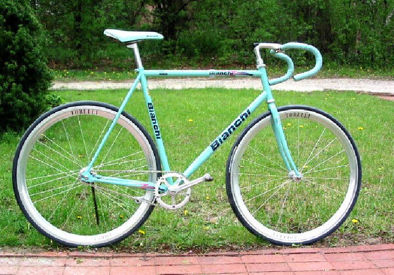 A gorgeous fixed-gear bike wearing classic Bianchi celeste paint. (Owner: TurboTurtle)