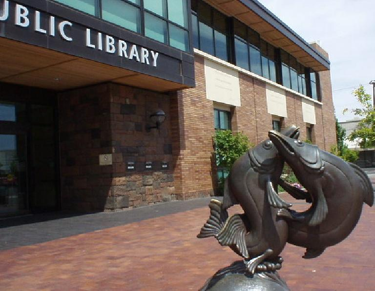 Back to downtown, Bend has a very nice public library.