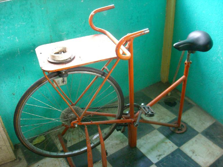 Bicilicuadora (bicycle blender). (December 26, 2010)