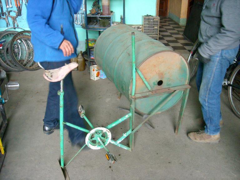 An experimental bicilavadora (washing machine). (December 28, 2010)