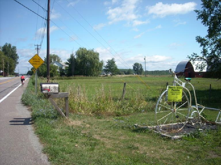 [Mile 407] Ken's Island Peddler off Route 2 in Grand Isle Village, Vermont. (August 12, 2011)