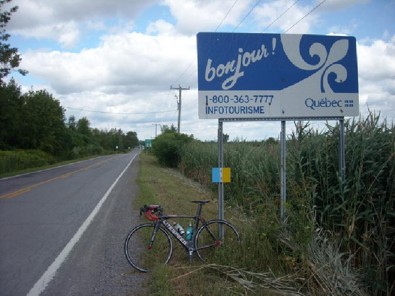 [Mile 330] Bonjour, Super Bike!  Entering Canada with my passport was no problem. (August 12, 2011)