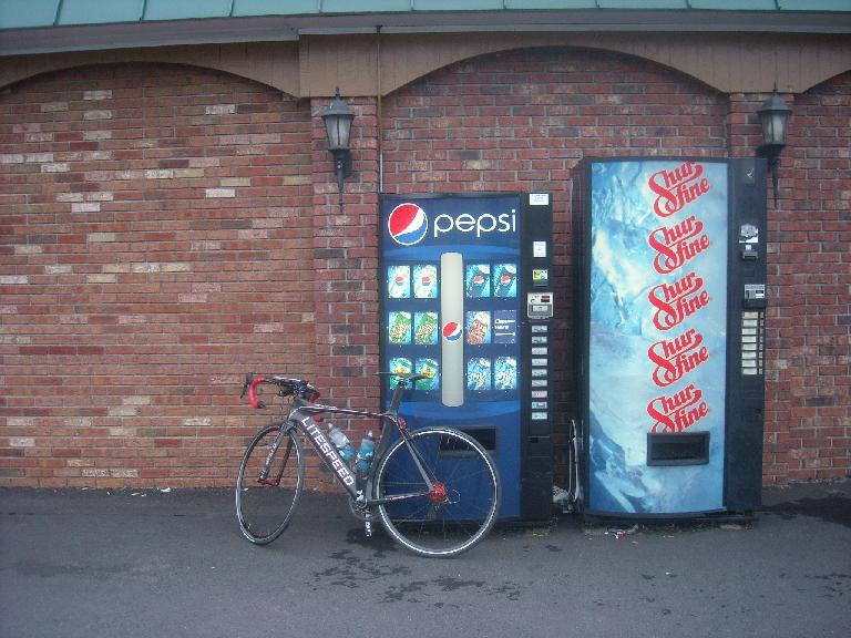 [Mile 664] I really could have used a Pepsi this morning while I was riding before any stores opened.  Unfortunately, I didn't have enough small change and the machines wouldn't accept my dollar bills, so no Pepsi for me. (August 14, 2011)