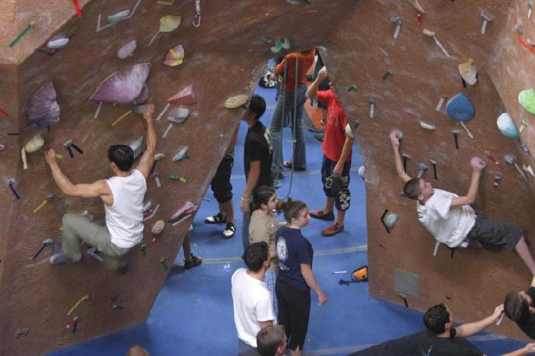 I had a terrible first hour, where I couldn't get up even a 400-pt problem until this climb right here.  Then I somehow returned to form and hit 4 straight 600+ problems in a row.  Photo: CityBeach.com.