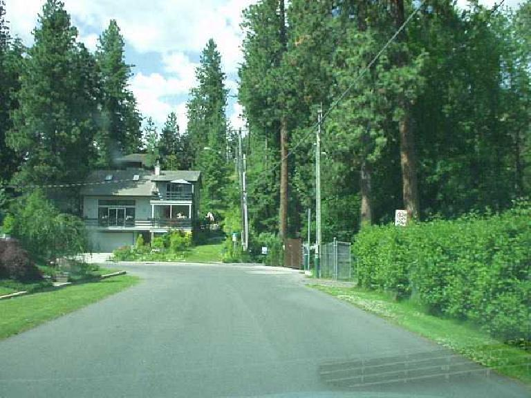 [Coeur d'Alene, Idaho] The homes near the lake were very nice and way more affordable than equivalent property in the SF Bay Area! (June 27, 2003)