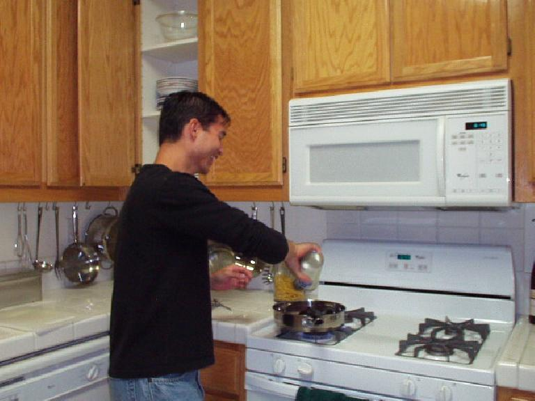 Felix Wong cooking Carolyn dinner the next day, in time for La Noche Espanola... (November 10, 2002)