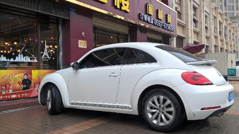 A white Volkswagen Beetle in Xiamen, China. (April 15, 2016)