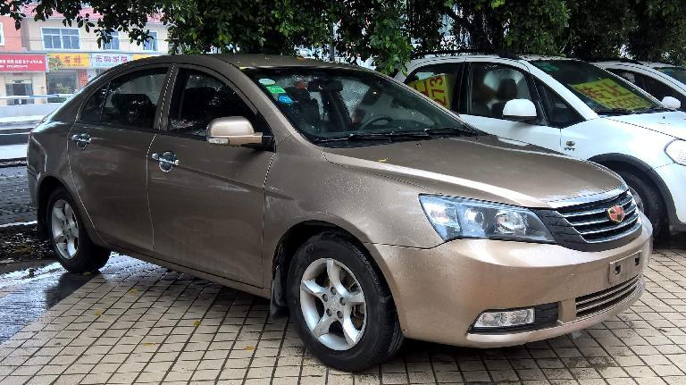 Gold Emgrand7 sedan.