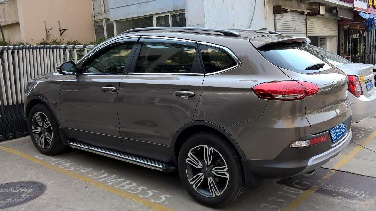 A grey Changfeng Leopaard CS10 SUV in Xiamen, China. (April 19, 2016)